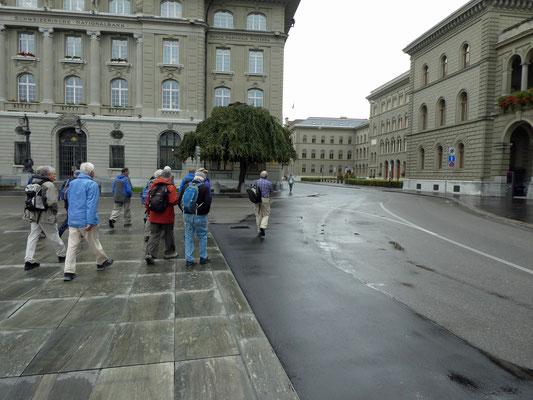 Am Bundeshaus vorbei.