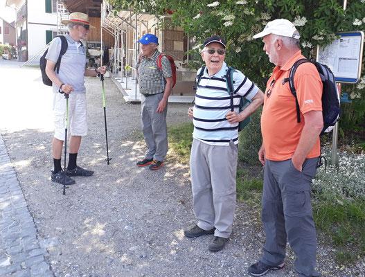 Pegel, Piper, Chnopf, Rugel warten auf den Rückkehrbus