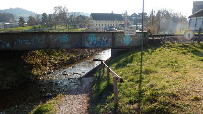 """""""Gleichmacherbrücke"""" (Keiner ist grössser als 170cm)"""