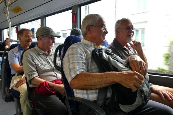 Im Bus 390: Ready, Schlürf, Strotz und Zingg