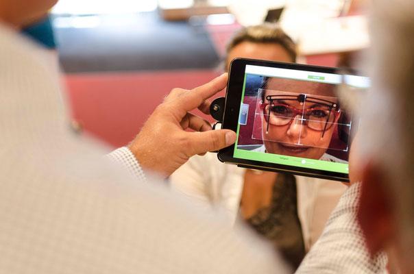 Ermittlung der Brillenglas- Zentrierdaten mittels IPad- APP