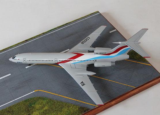"""TU 154M """" RA-85057  Utair  """" Zvesda 1/144 -2"""