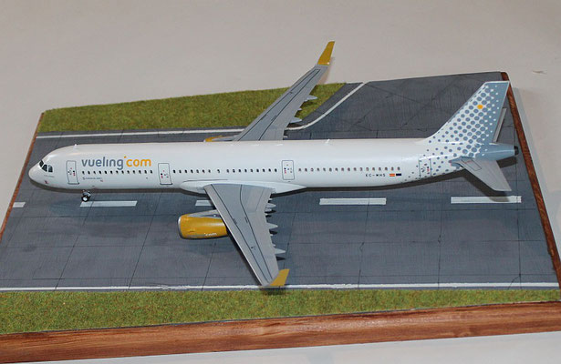 "A 321 "" EC-MHS "" Vueling Airlines   Revell    1 / 144 -3"