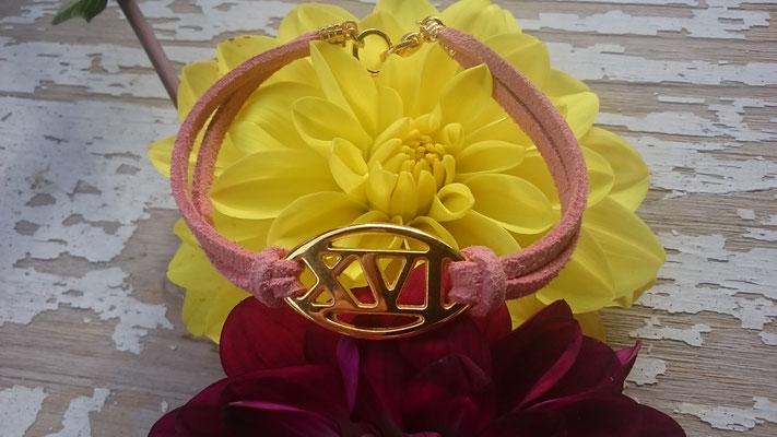 Wildleder Imitat coral rose, Zwischenstück XV gold, Karabinerverschluss gold (nickelfrei) 8 Euro