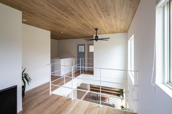 2階フリースペース~吹抜け空間。2階に居てもLDKとの繋がりを感じられます。