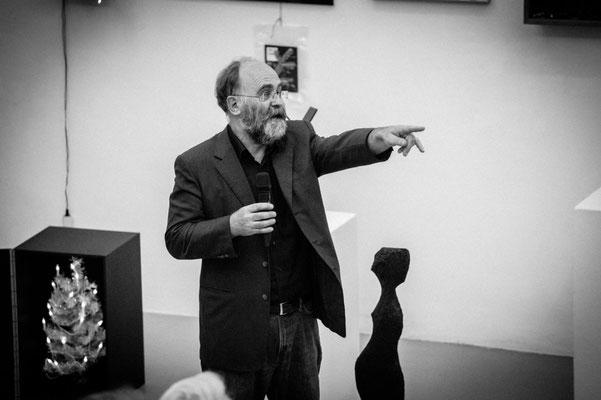 """Herr Knubben """"Live"""" bei der Auktion. Foto: Robert Hak, Hak Design Studio"""