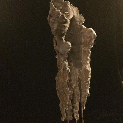 """""""Les survivants"""". Terre (Paper clay) & technique mixte. H82 cm."""