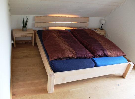 Doppelbett in Buche ungedämpft