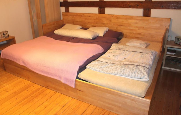 Familienbett mit seitlichem Rausfallschutz (abnehmbar)