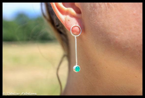 31. Boucle d'oreille rond et agate verte, Argent massif, 42 euros.