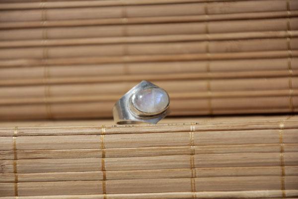 77.Bague p.de lune ovale, Argent 925, 54 euros