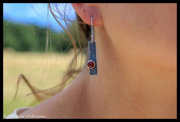 28.Boucle d'oreille rectangle cornaline, Argent massif, 41 euros.