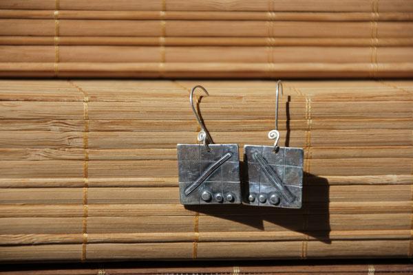 33.Boucle d'oreille Carré trait point, Argent 925, 42 euros