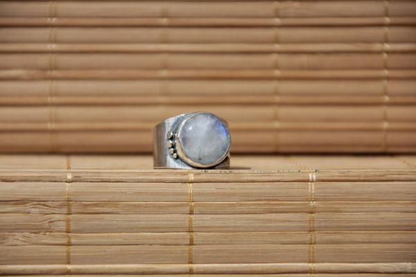89.Bague P. de lune ronde clou côté, Argent 925, 64 euros