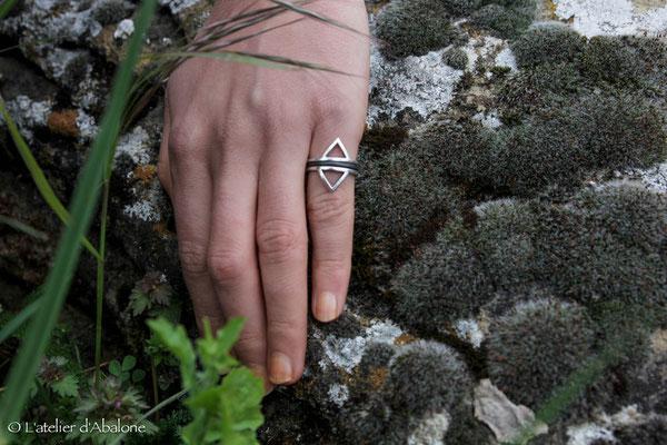15.Bague triangle twin anneau oxydé, Argent 925, 43 euros