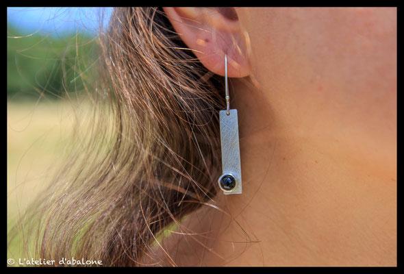 27. Boucle d'oreille rectangle Onix, Argent massif, 41 euros.