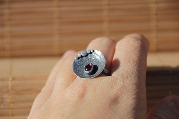 103.Bague Grenat ovale reticulé, Argent 925, 44 euros