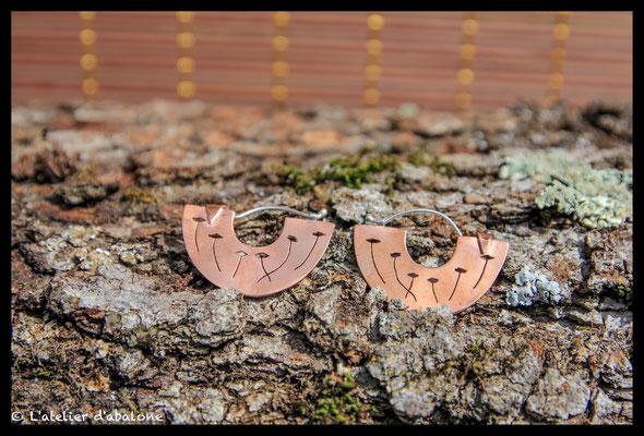 79. Boucle d'oreille demi créole cuivre coquelicot, Argent 925, 39 euros