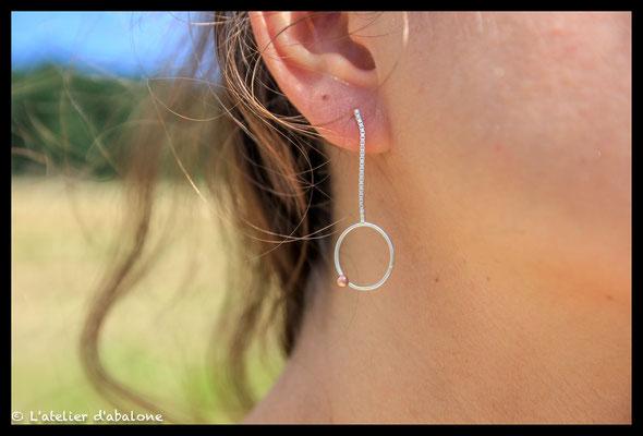 90. Boucle d'oreille chaine rond point cuivre, Argent massif, 36 euros.