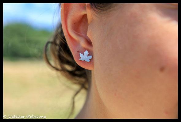 94. Boucle d'oreille puce feuille érable, Argent massif, 34 euros.