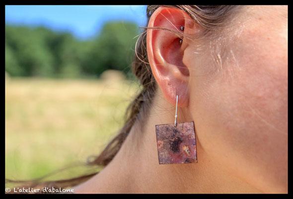 88. Boucle d'oreille Cuivre oxydé carré, Argent massif, 36 euros.