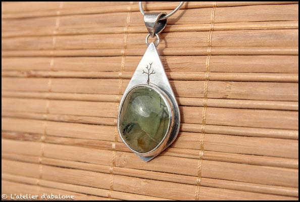 21. Pendentif Prehnite tourmaline, Argent 925, 57 euros