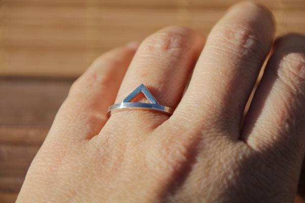 48.Bague triangle simple, Argent 925, 37 euros(martelé, brossé ou brillant)