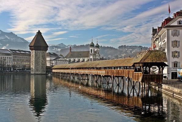 Kapellbrücke in Leuchtenstadt Luzern