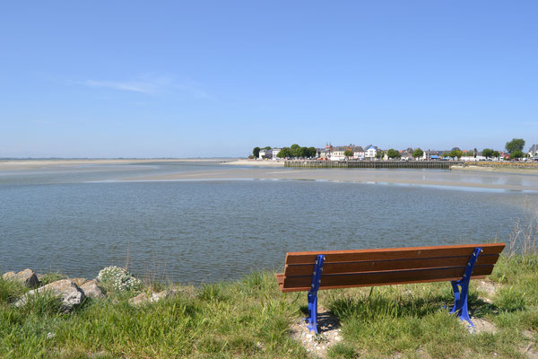 Envie de rêver sur ce banc en regardant la mer  ...