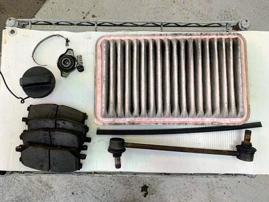 車検交換部品 フロントブレーキパッド 残溝不足 エンジンフィルター汚れありのため交換しました。