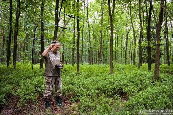 Frank Raden auf der Suche nach besenderten Tieren