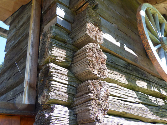 Alte Holzbalken außen