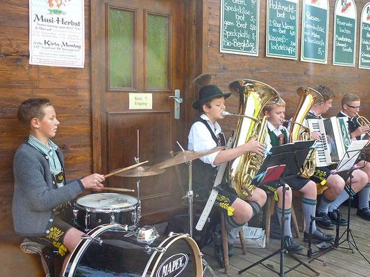 Die jungen Musikanten spielen auf