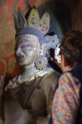 Reinigung der zentralen Gottheit im Tempel von Kanji