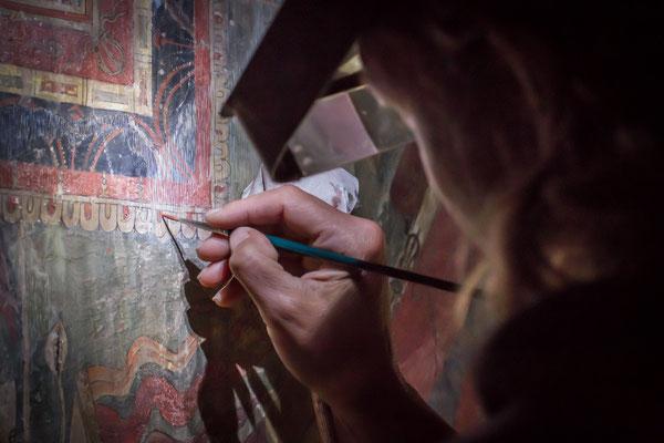 Strichretusche der Malereien in Kanji