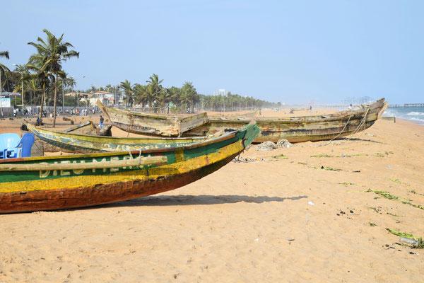 Fischerboote am Strand von Lomé