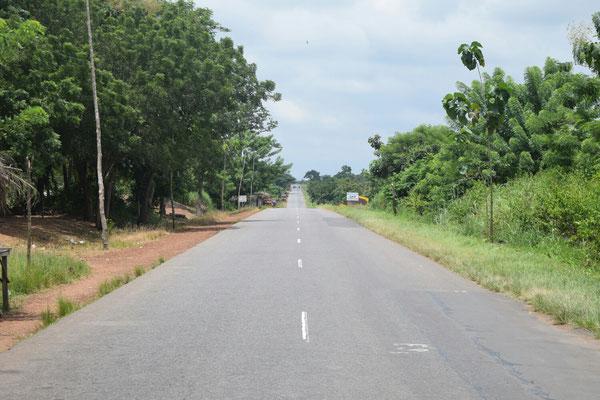 Die Schnellstraße von Lomé in Richtung Kpalimé