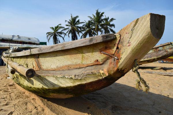Fischerboot am Strand von Lomé