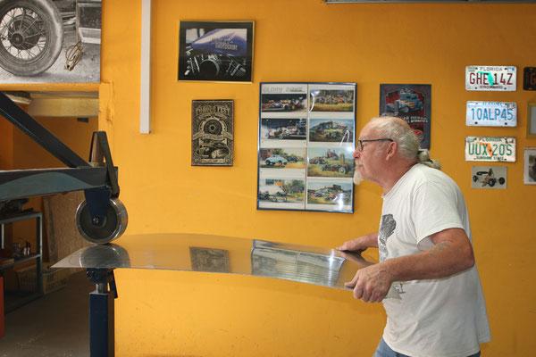 Blechklopfer Feinblechner W. Schröder English Wheel Rollenstreckmaschine Blechbearbeitung Karosseriebau