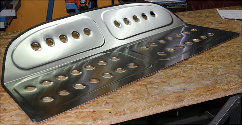 Hutablage Aluminium handgefertigt Volvo von Blechklopfer Feinblechner W. Schröder Handwerkskunst