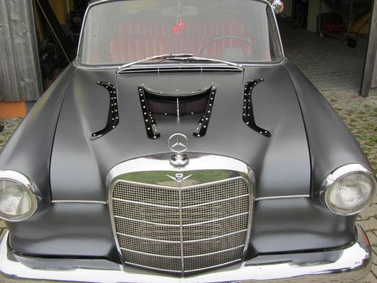 Mercedes Flosse Motorhaube modifiziert Blechkraft Blechklopfer Feinblechner W. Schröder Handwerkskunst