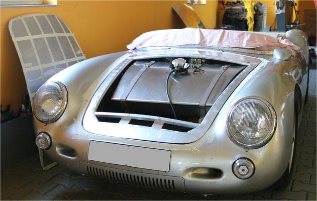 Porsche 550 Spyder Motorhaube Karosseriebau Aluminium Blechfertigung Handwerkskunst