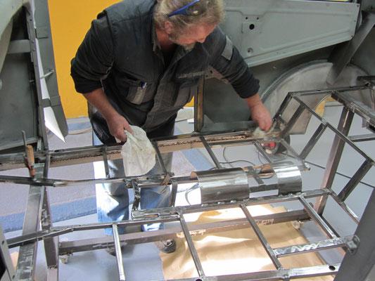 Bodenbleche Hot Rod Film Beziehungskisten Auto Motor Sport AMS Hot Rod Deutschland Karosserie Aufbau Aluminiumteile Blechbearbeitung Blechklopfer Feinblechner W. Schröde