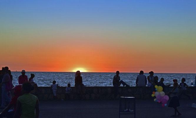 """Coucher de soleil  sur""""Le bord"""" de Majunga Par Maderi-Tour"""
