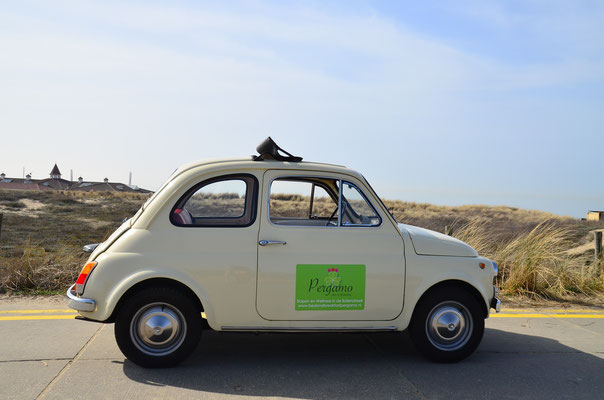To the beach in our Fiat 500 Oldtimer