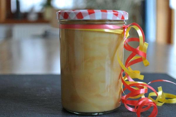 Karamell & weiße Schokolade: Feiner Brotaufstrich