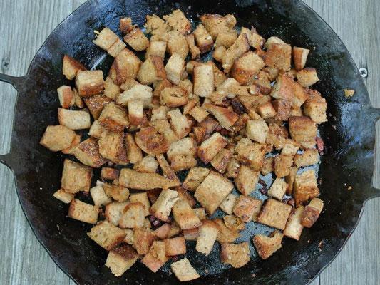 Croutons aus altem Brot selbst machen: Edle Resteverwertung