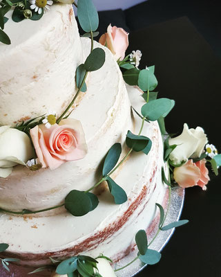 Semi naked, Buttercrème, echte Blüten, 100St. ca. 640Euro