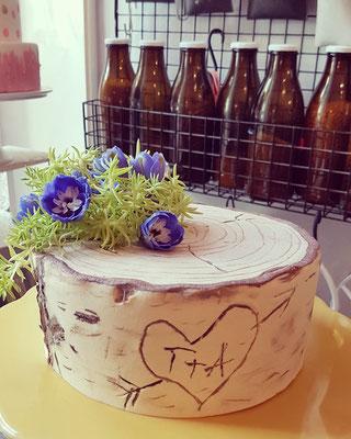 Birkenstamm, echte Blüten, Marzipan, 20St. ca. 240 Euro