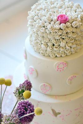 Hochzeitstorte pink mit Röschen